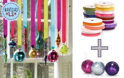 Adornos Colgantes > Cintas y algunos adornos de Navidad es todo lo que necesitan para decorar alguna ventana o pasamanos con un poco de color navideño. ¡Fácil y Lindo!