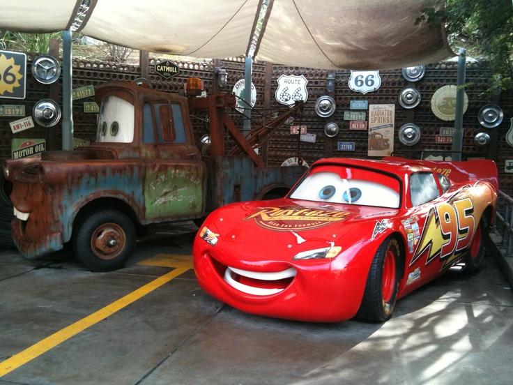 Lightning mcqueen disneyland paris pixar pinterest for Salon pixar paris