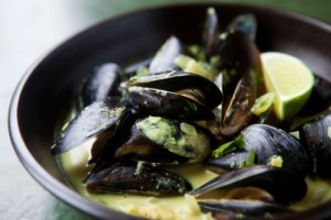 Coconut Curry Mussels | Good Eats ~ Appetizers & Snacks | Pinterest