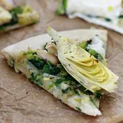 Artichoke and Spinach Pizza with Creamy White Bean Sauce ::