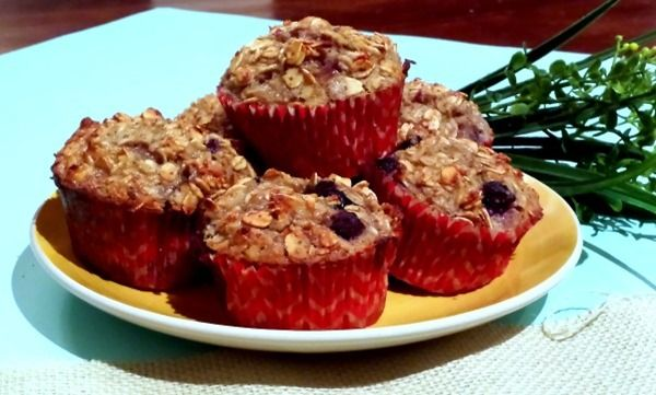 natviamuffins9 thumb Flourless Banana Berry Oatmeal Muffins + A Sweet ...