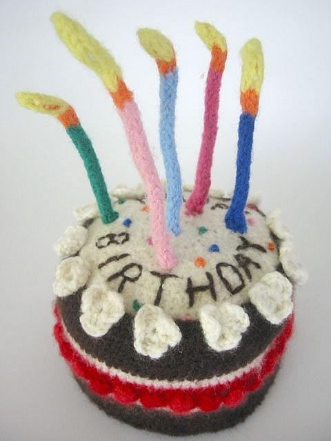 Happy Birthday Knitting Pattern : Knitted birthday cake happy pinterest