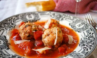 Healthy Crock Pot recipe for Italian Turkey Meatballs with Sauce.