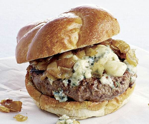 Blue cheese & caramelized onion burger | Food/Beverage | Pinterest