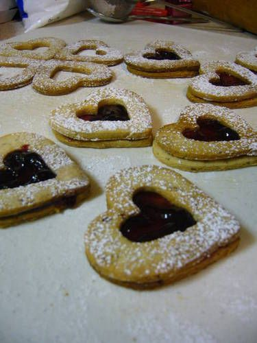 Pecan Linzer Heart Cookies (w/ Berry Filling) - COOKING