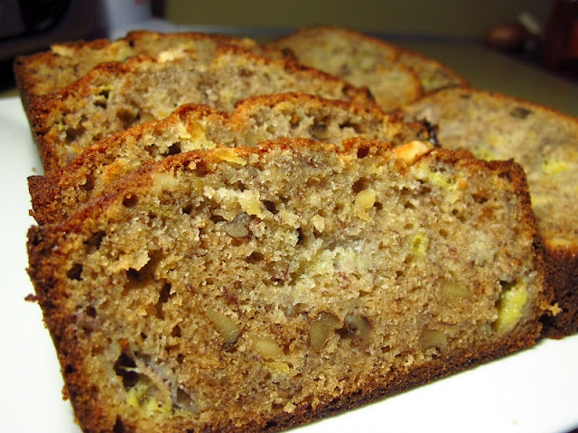Hawaiian Banana Nut Bread, (love banana bread, I bet this is awesome ...