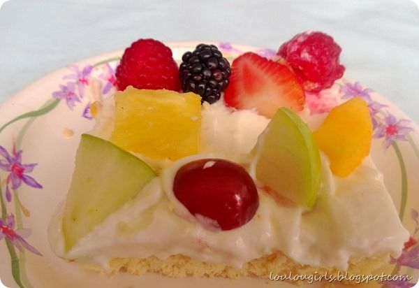 Deep Dish Fruit Pizza THIS IS SO GOOD!! | Lou Lou Girls | Pinterest