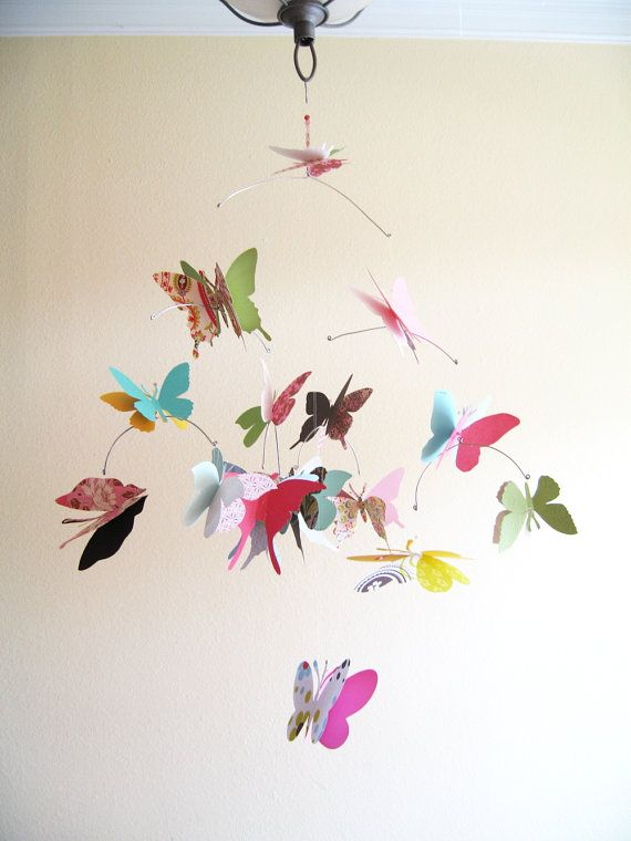 paper butterfly mobile Create bright and colourful paper plate butterflies to decorate for spring te butterflies can be used as puppets to accompany reading the very hungry caterpillar, or hung in a mobile.