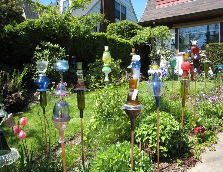 Yard art flowers and gardens pinterest for Recycled glass projects