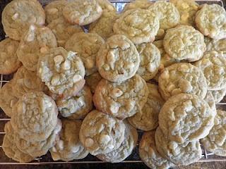 Dreaming of White Chocolate: White Chocolate Pistachio Cookies
