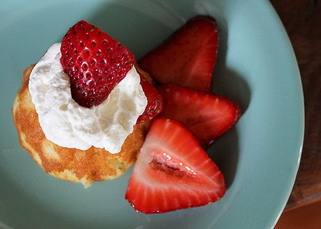 Buttermilk Pudding Cakes. Yummy brunch or dessert. Play on strawberry ...