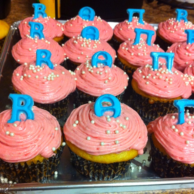 Vanilla Cupcakes with a Raspberry Buttercream Frosting with ΒΘΠ ...