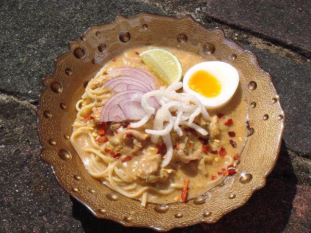 ... noodle soup burmese coconut chicken noodle soup ohn no khao swe