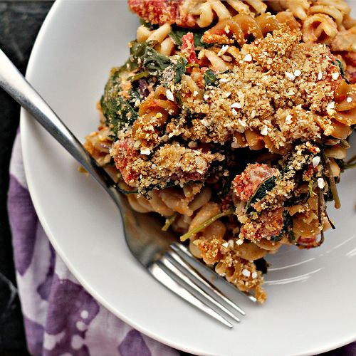 Baked Macaroni with Tomato Sauce and Goat Cheese {eat.live.be