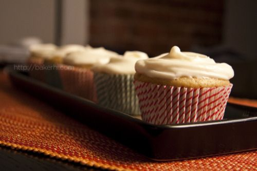 Low-Fat Banana Cupcake with Cream Cheese Icing