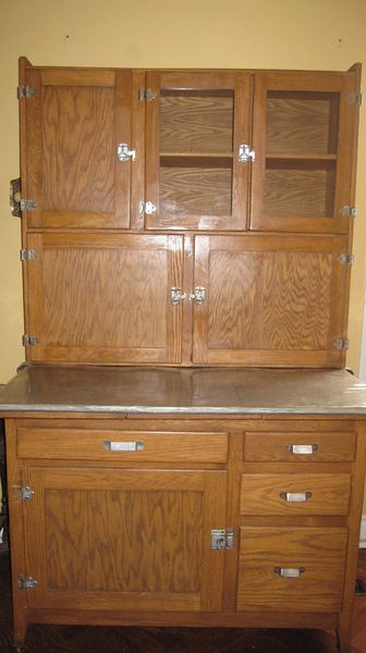 Pin by felicia fox on hoosier pinterest for Antique kitchen cabinets with flour sifter