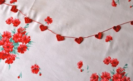 Ravelry: Crochet Heart Garland pattern by Sarah Anderson