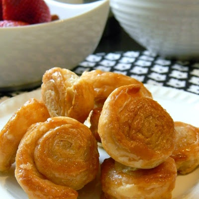 ... puff pastry garlic knots recipe yummly easy puff pastry garlic knots