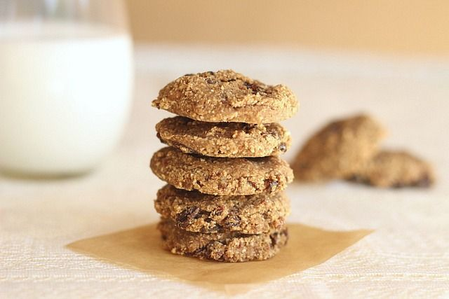 Fat-Free Chewy Oatmeal Raisin Cookies....only 69 calories!...almost ...