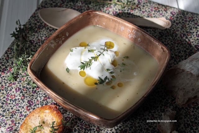 Zupa z 44 ząbków czosnku / 44-Clove Garlic Soup with Parmesan Cheese