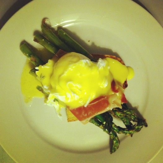 Roasted Asparagus on Garlic Toast with Prosciuttio, Poached Egg, and ...