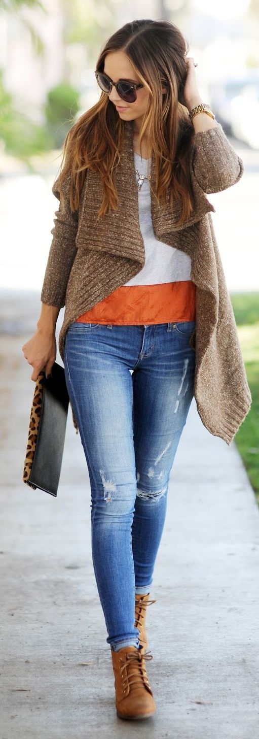 Street style for fall. Brown Archer Oversized Sweater + zara jeans + leopard clutch + brown booties.