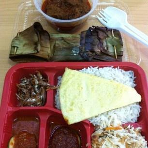 www.twitter.com/madamtans spoils me with her beef rendang nasi lemak ...
