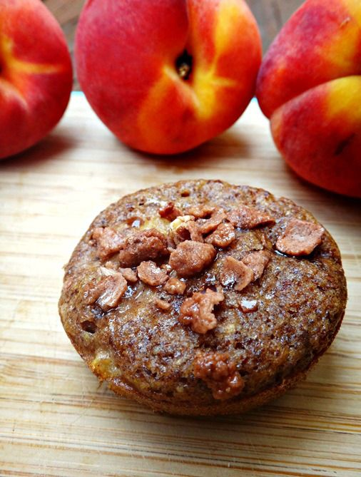 peach cobbler muffins with cinnamon almond topping - gluten, dairy ...