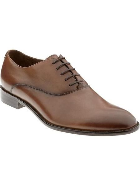 Browse this impressive selection of discounted men's shoes from Banana Republic and find a pair that fits with both your office and casual attire. Choose from a variety of shoes, including oxfords made from Italian leather, classic slip on loafers, and other inspired creations.