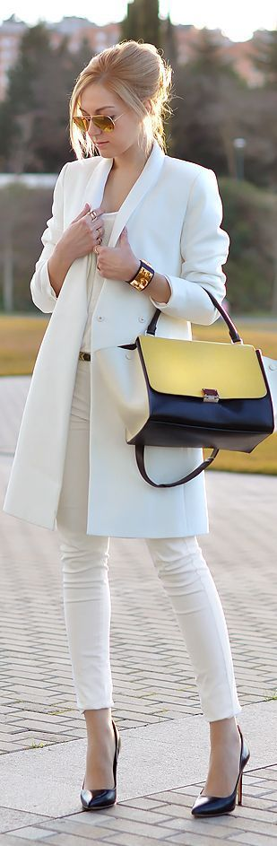 Long white coat,jeans,handbag and black pumps