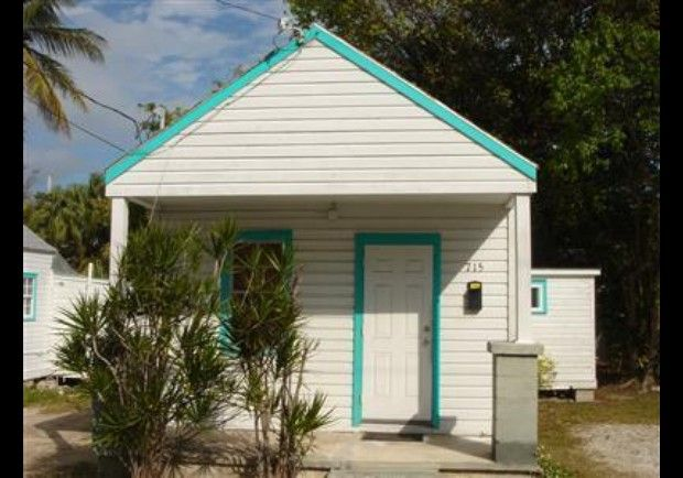 Key west conch house in photos tiniest homes on the market for Bath house key west