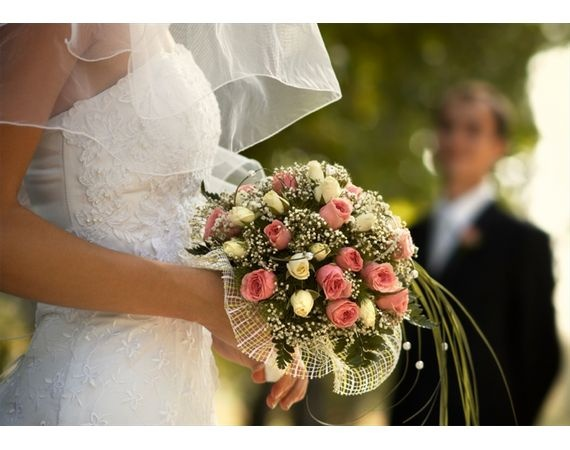 How To Arrange Bouquets Ideas For Jodie And Micheles Renewal Party