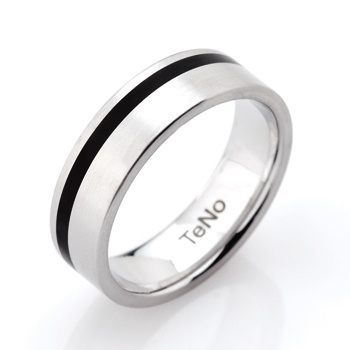 TeNo ring, stainless steel with black ceramic inlay.