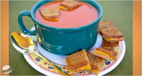tomato soup w grilled cheese croutons