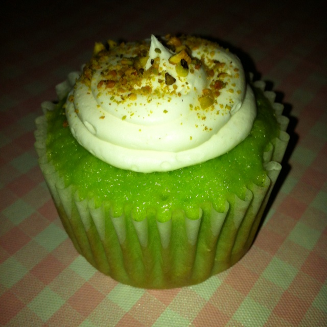 Roxy's Sweet Treats Pistachio Pudding cupcake w/ Buttercream frosting ...