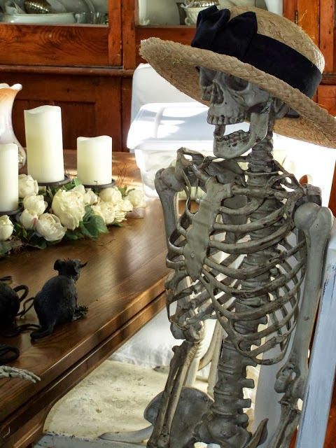 Spooky Halloween decor at Arbor House Lane @ arborhouselane.blogspot.com