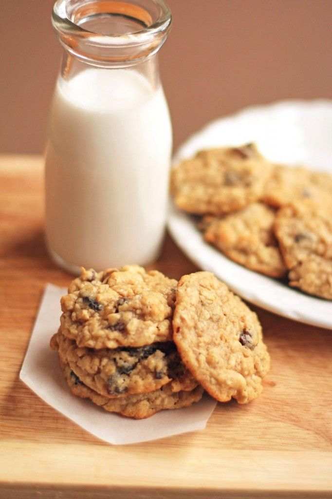 Chewy Oatmeal Raisin Cookies - http://www.diypinterest.com/chewy ...