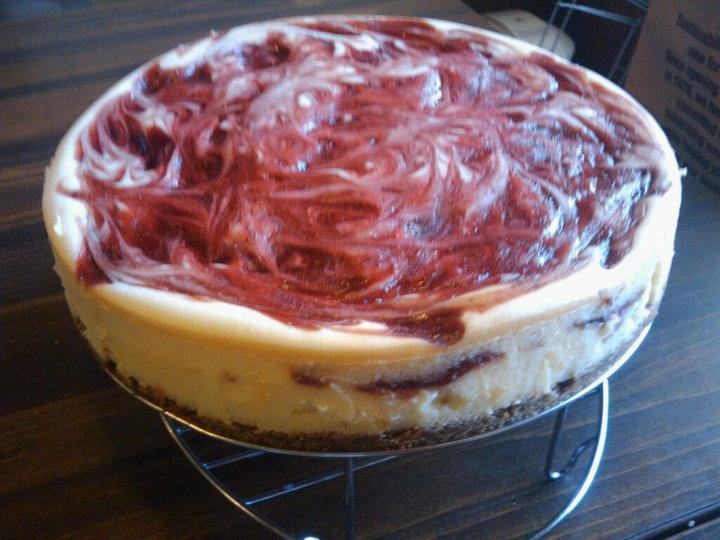 Strawberry Swirl Cheesecake | { sweetie pie } | Pinterest