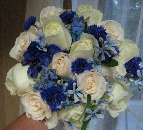 Résultat d'images pour Bouquet roses bleues et blanches