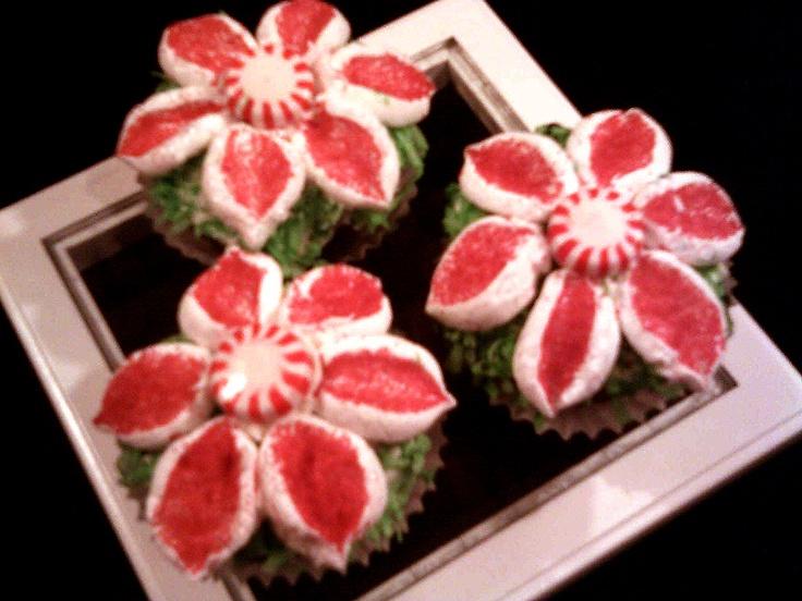 pointsettia cupcakes | Poinsettias Party | Pinterest
