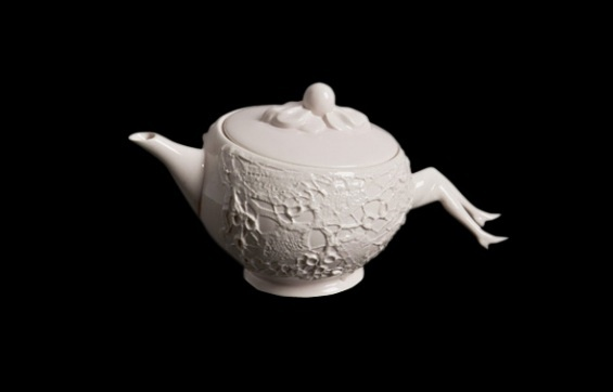 Blaue Blume tea pot features