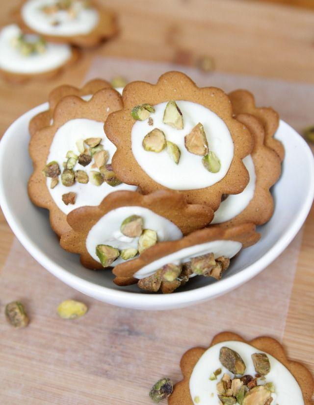 easy white chocolate pistachio cookies. #nobakedesserts #cookies