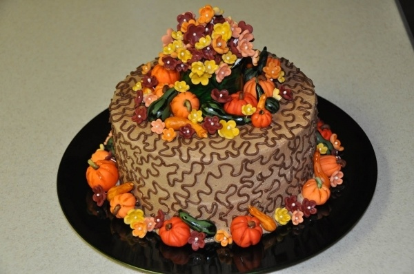 Fall cake with fondant decorations cake decorating for Autumn cake decoration
