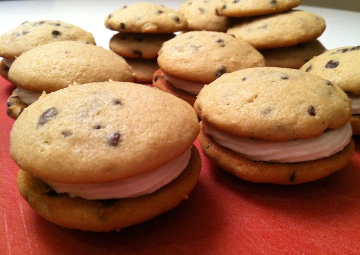 Cookies | Chocolate Chip Cannoli Sandwich Cookies | Dainty Morsels