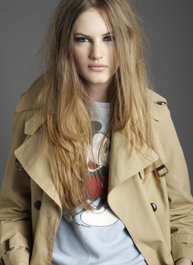 dirty dishwater blonde hair messy hair look light ash brown hair color ...