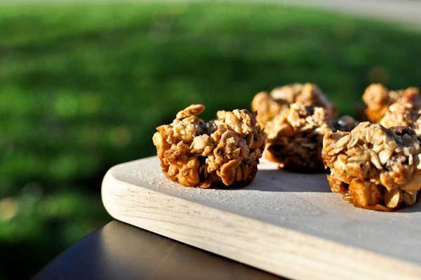 Chocolate Peanut butter granola bites - easy to make snack bites