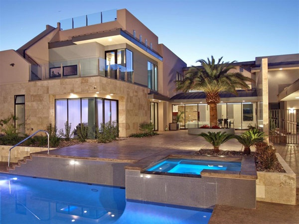 I want this house, palm tree and all!