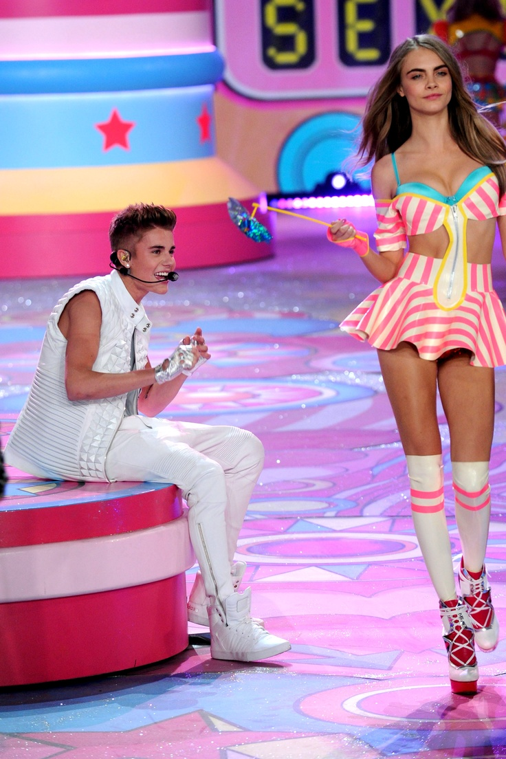 Cached Justin bieber vs fashion show video