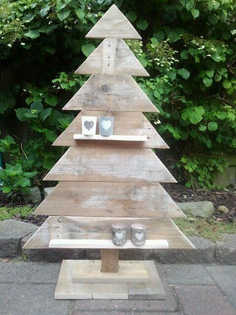 Houten kerstboom gemaakt van pallethout / sloophout.