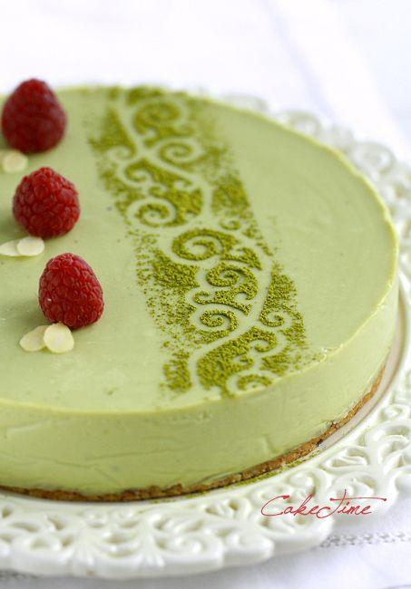 sernik z biała czekolada i zielonka herbata matcha